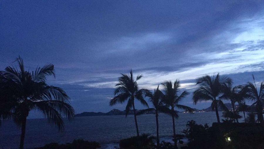 El amor es un secreto ... Que los ojos no saben guardar. Acapulco Playa Beach Mexico Vym