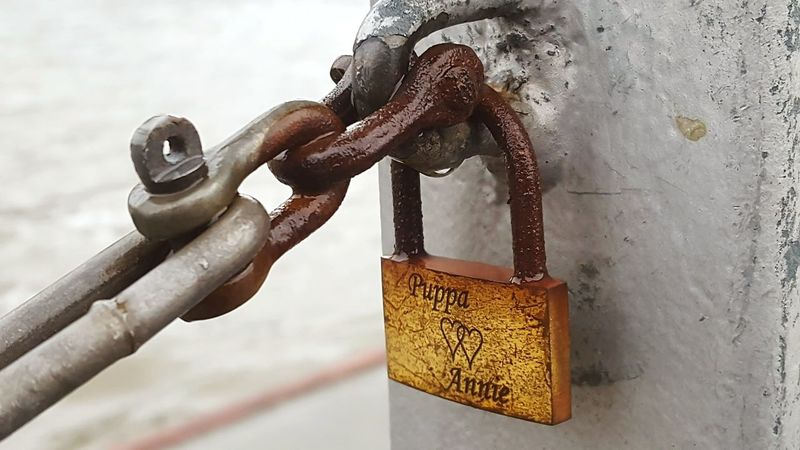 Lovelocks Liebesschlösser Liebesschloss Valentinstag Valentine's Day  Valentine Love Schloss Schlösser Lovelock Liebe Luck Glück Happiness Togetherness Rosty Rostythings Pupparazzi Human Body Part Day Close-up Adult