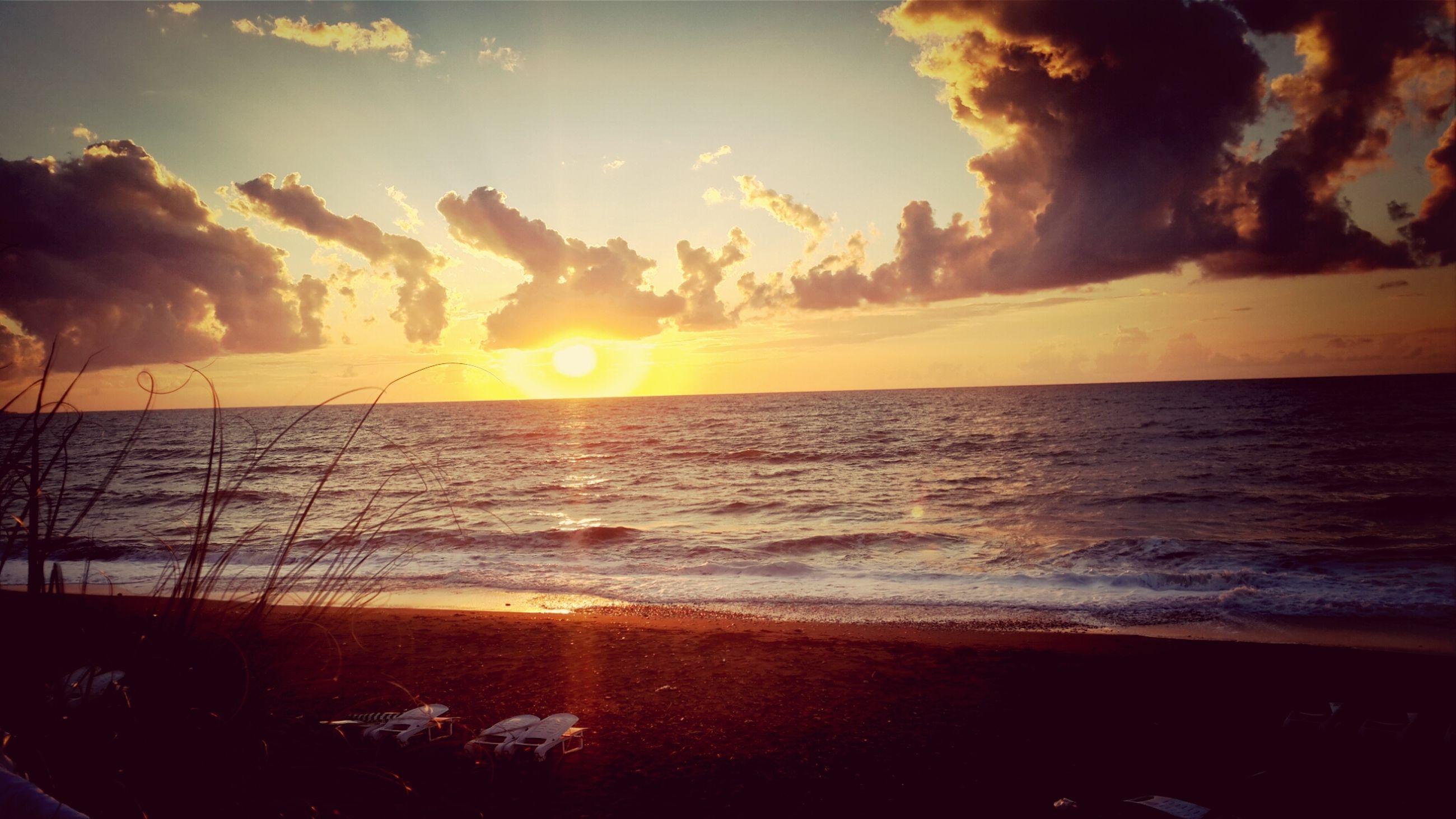 sea, horizon over water, sunset, water, beach, sky, scenics, shore, tranquil scene, beauty in nature, sun, tranquility, cloud - sky, orange color, nature, idyllic, reflection, sunlight, cloud, sunbeam