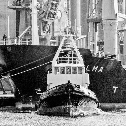 Bateau Boat Cargo Zone Portuaire Port Area Canal Hoist Remorqueur Tugboat Noiretblanc Black And White