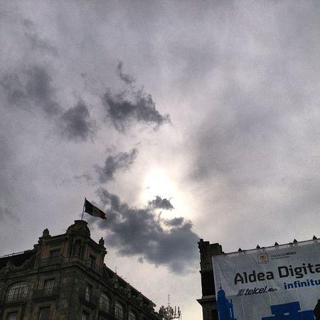 El Sol se pone en la Aldea Squaready Igers Igersdf Sky Skyporn Cloud Cielo Skywatchers @onecents GF Gf_mexico Df Proyectodf Mexingers Mextagram Travel Traveler 4s Iphoto Plcoftheday Igersmty Igersgdl Allshots Proyectodf