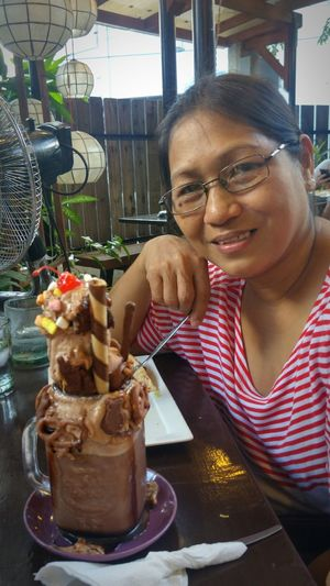 Mommy with her chocolate overload drink. Teamvalenzuela Brickwoodcafe
