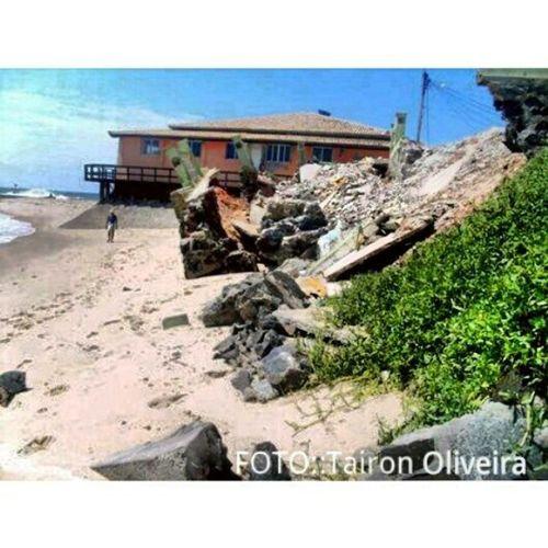 E o quebra-mar de Arembepe, continua assim .. Copadomundo Brasil PraiaDeArembepe Protesto Beach Sun Camaçari bahia like Paraíso photo PhotoDay crítica
