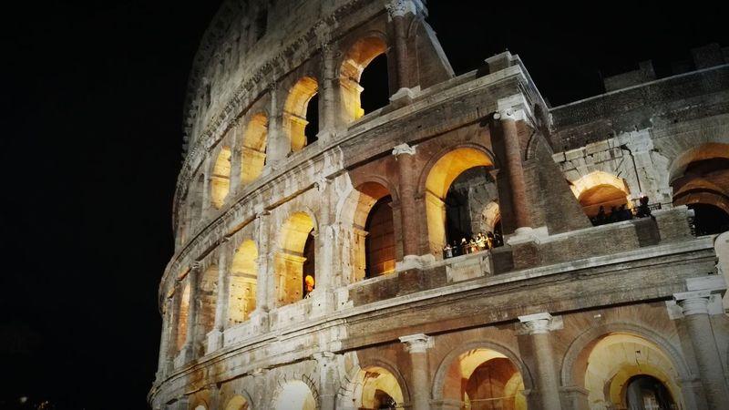Coloseum Roma Romantic❤ Viva Italia Bella Italia History Old Buildings PopeLegendary Epos Giant Nightphotography Night View Epic Battelfield Nostalgie The Tourist Lights