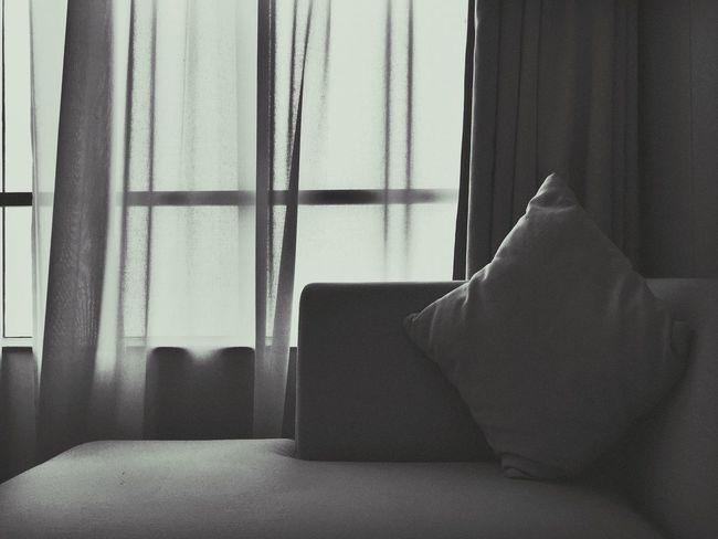 因为一首歌开始了解这座城市《关于郑州的记忆》——李志。第一次来到这个让人怀恋的城市,明天就要回去了,谢谢这几天给我带来快乐和帮助的人们,有缘再见… Screen Window Sofa 男仔很忙 Iphone 6 Plus Enjoying Life Hello World 滨海国际酒店