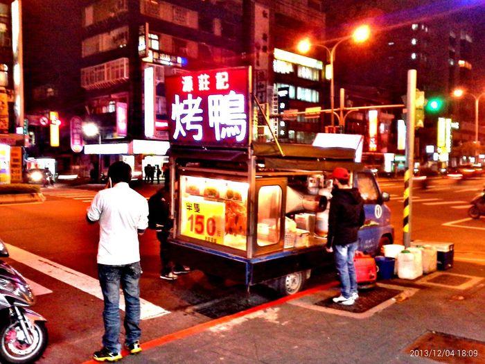 好想念這種穿街過巷的行動小攤子。 Enjoying Life