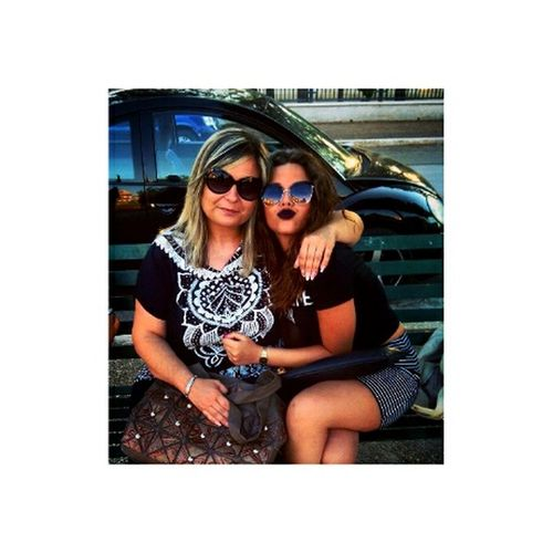Italy Italiangirl 💋 Brunette Friends Girls Curlyhair Glass Beso Kiss Smile AlwaysSmile Eyemgirl Eyemegood Eyem Best Shots Always Smile Onlygoodthing Goodvibes Alwaystogether Loveyou Twoloves Mybeautifulfriend