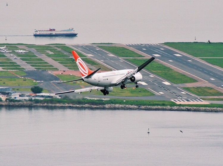 Flying like... /2/ My friend took this picture for me cause he knows how much I love this big guys. Enjoying Life Brazil Göl Airport Airplane Riodejaneiro Runway Airport Runway Free Bigbird