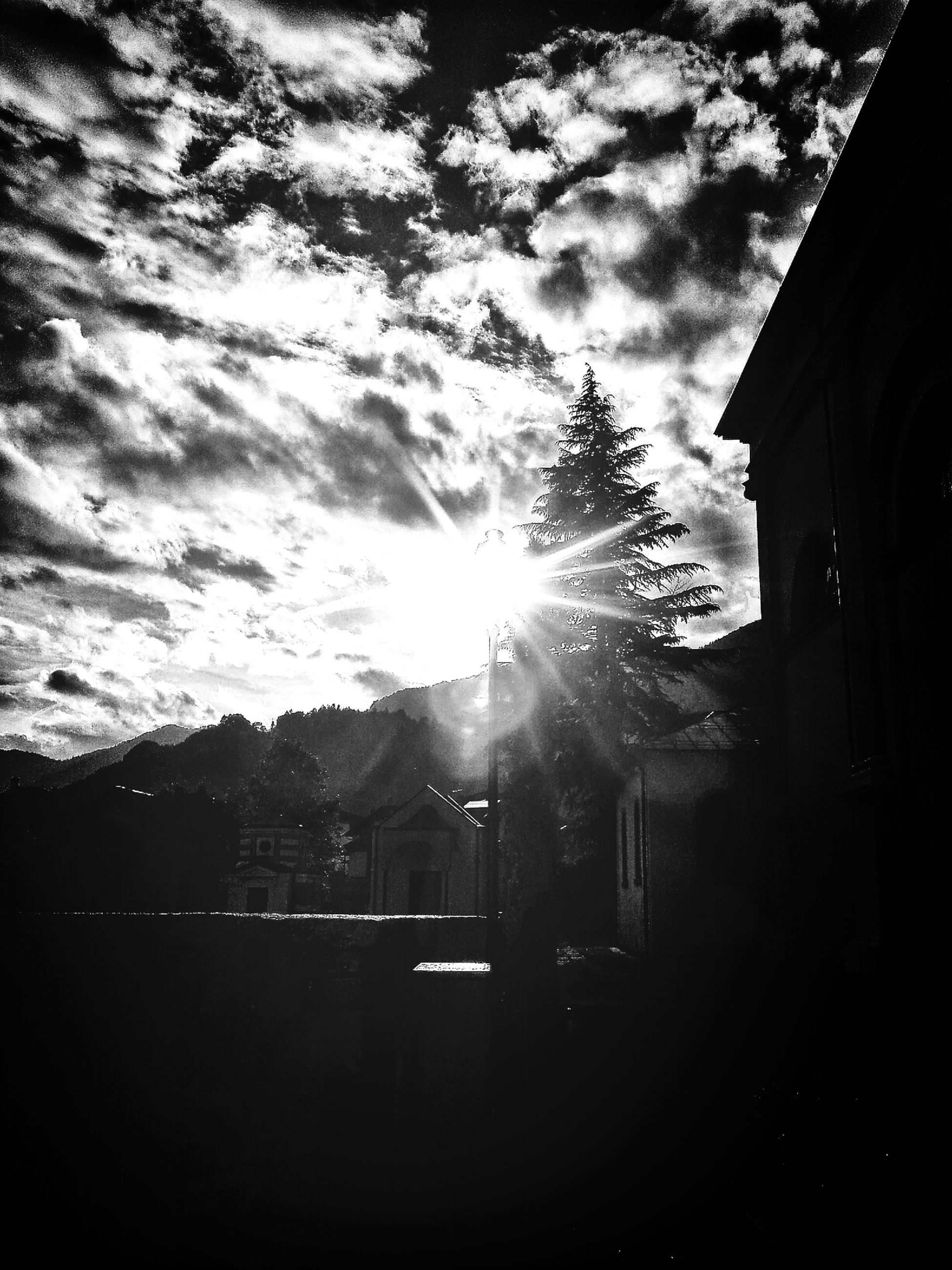 sky, building exterior, sun, built structure, architecture, sunbeam, cloud - sky, sunlight, silhouette, lens flare, cloud, house, cloudy, sunset, residential structure, residential building, building, nature, low angle view, outdoors