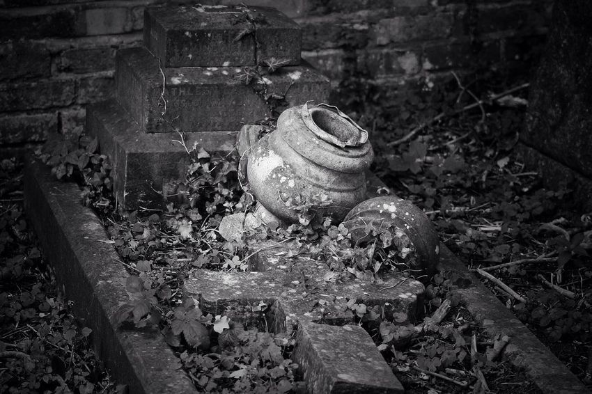 No Property No People Abandoned Outdoors Close-up Canon Graveyard Black & White Cemetery Tombstone Creative Photography Grave Graveyard Beauty Churchyard Canonphotography Burial Ground South West London Gravestone