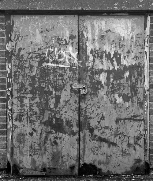 graffiti England Urban Blackandwhite Graffiti Door Bw Monochrome Backgrounds Full Frame Textured  Door Wood - Material Metal Closed Safety Close-up Hinge Entryway Latch Locked