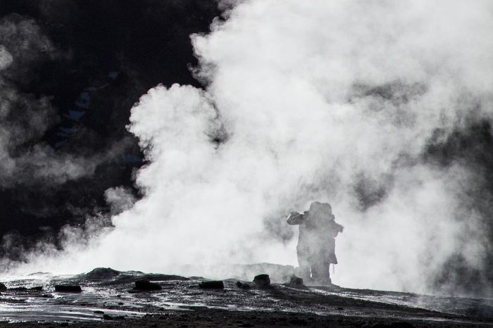 Geyser del Tatio.. Chile Geysers Del Tatio Desertodoatacama Wanderlust Liveforadventure Follow Me On Instagram ♥ Viaggiare Photograph Livefortravel Eyemphotography Lonelyplanet Globetrotter Travel Photography Canon 6D EyeEmNewHere Sud America Travel Destinations Cold People