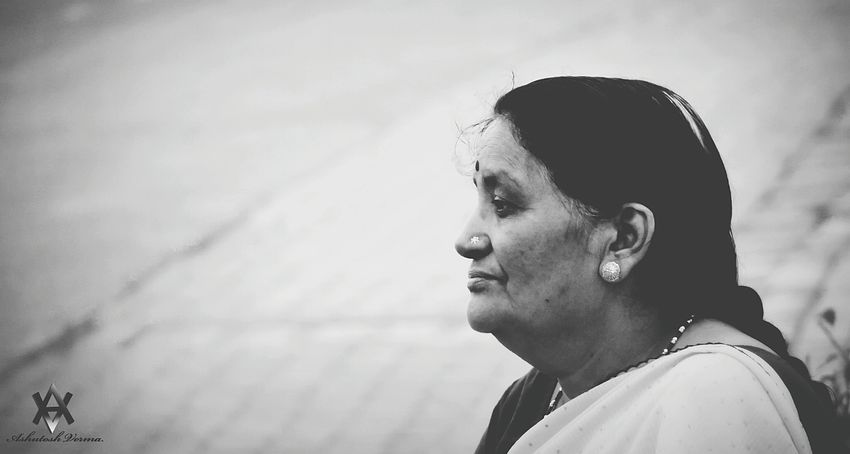 Black And White Street Street Photography Hello World Taking Photos Check This Out EyeEm Masterclass EyeEm Gallery EyeEm Best Shots Eyeemphotography EyeEm Best Edits People Photography ASIA India Indian Woman Woman Woman Portrait Up Close Street Photography Telling Stories Differently The Street Photographer -2016 EyeEm Awards