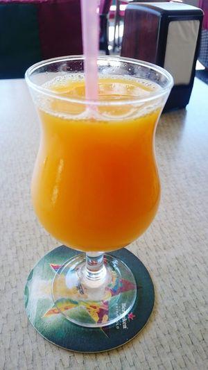 Enjoing a nice Zumo De Naranja in el murñingo La Vida Es Bella
