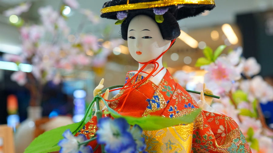 Beauty Beautiful People Women Arts Culture And Entertainment Fashion Blooming Traditional Dancing Flower Head Wedding Dress Venetian Mask Stamen Chinese Dragon Bauble Carnival - Celebration Event Pollen Groom Traditional Festival Pink Petal Festival Bridal Shop Hibiscus Carnival Dahlia Bride Bridegroom Wedding Powder Paint Newlywed