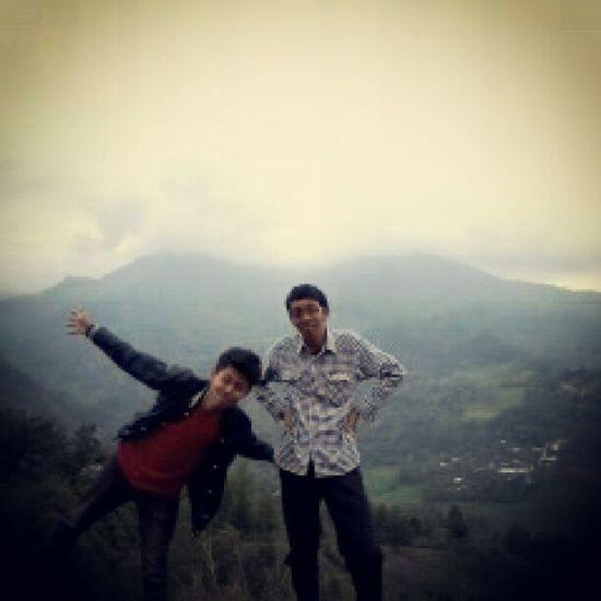 Tri & Ugha. Pendaki amatiran dari Makassar yang coba menaklukkan puncak Enrekang. Miss ya brother Enrekang Sulawesiselatan INDONESIA Mendaki Petualangan