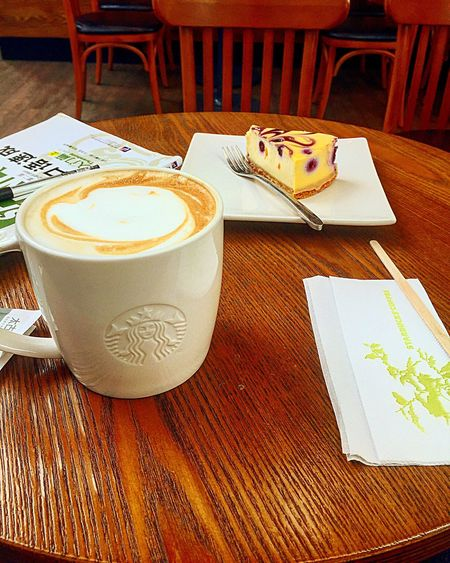 Studying Chinese with my bestie Cappuccino & Blueberry Cheesecake Guiyang China Huaguoyuan Starbucks Studyingchinese Studying Cappuccino