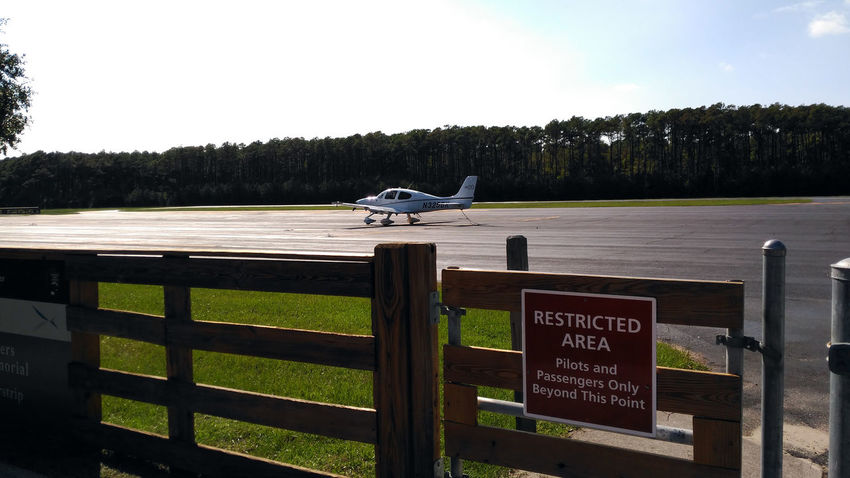 Airplane Airport Cessna Escape Fence Fly Restricted Travel
