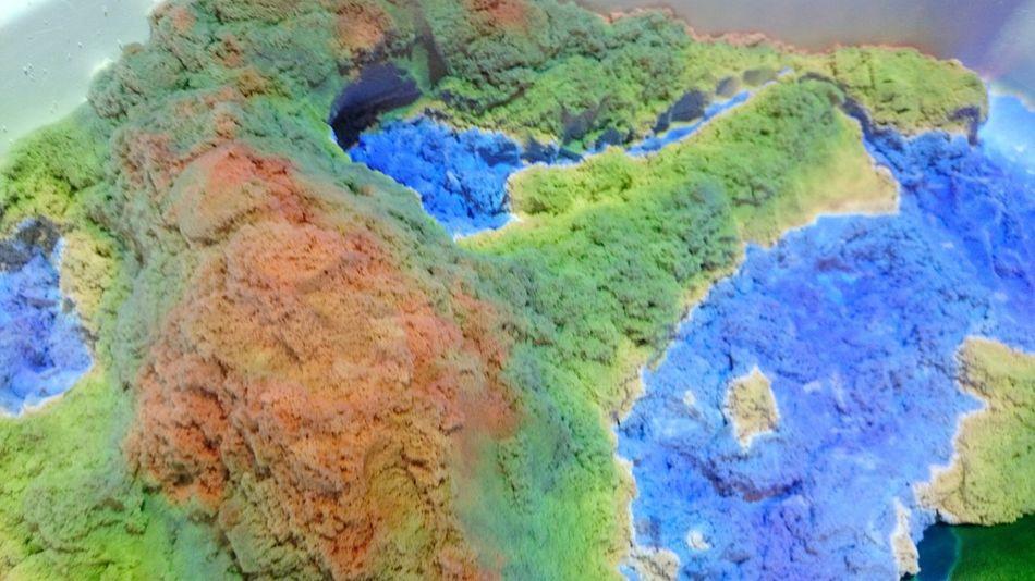 Sega Projection Mapping Kinetic Sand キネティックサンド プロジェクションマッピング 子どもの玩具にプロジェクションマッピングの装置がついてるゲームを発見。砂の高低差を演算し、自動的に変化させます