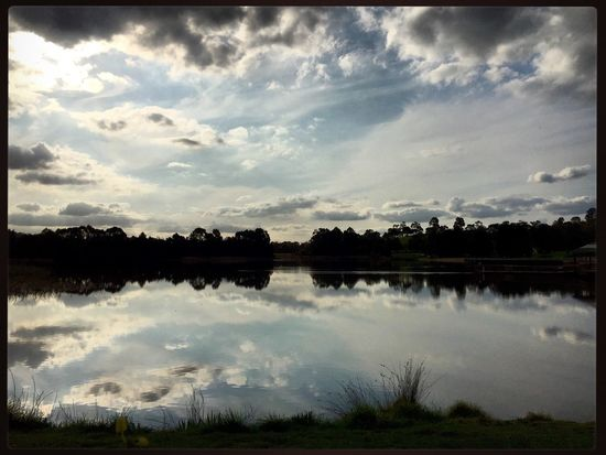 Sitting at Lilydale Lake and having some time to think 🍃🍂🌳🌤 #lilydalelake #pondering #reflection #Springfeels #sopretty 💜