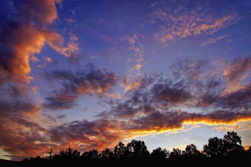 Sunset with a few clouds hanging around to watch. Clouds And Sky Sunset #sun #clouds #skylovers #sky #nature #beautifulinnature #naturalbeauty #photography #landscape WeatherPro: Your Perfect Weather Shot EyeEm Best Shots - Sunsets + Sunrise Cloud Porn