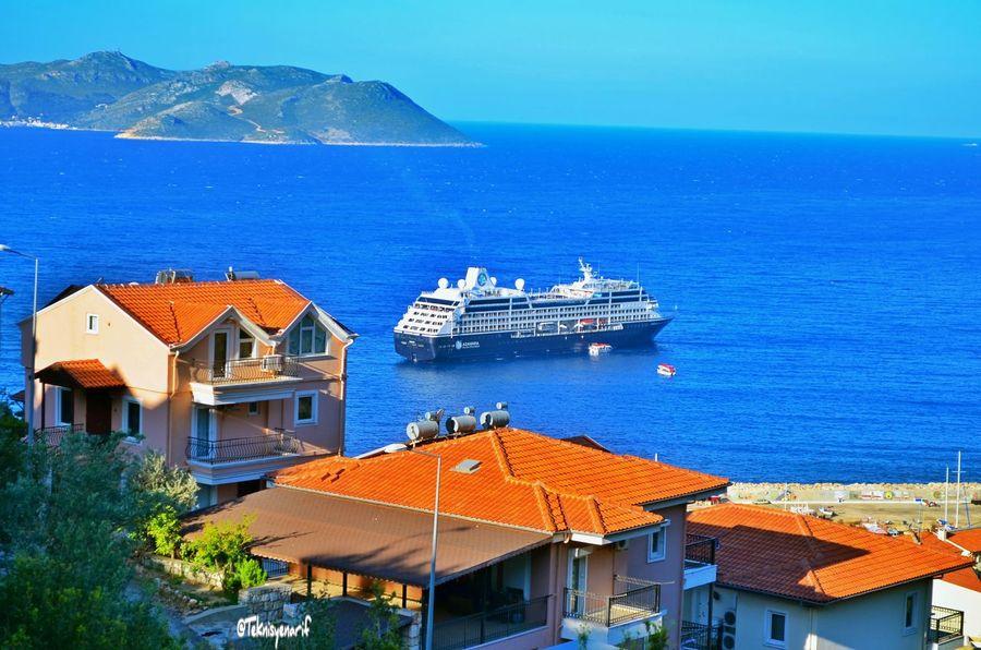 Kaş'a 650 turist taşıyan azamara quest isimli kuruvazer gemisi geldi kıyıya çıkan turistler gün boyu alışveriş yaptılar Kas Turist Ship Gemi Yolcu