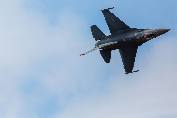 F-16 F-16 Fighting Falcon Falcon Fighting Falcon Inverted Flight Military Aircraft USAF Air Force Air Vehicle Airplane Airshow Barrel Roll Clear Sky Day Fighter Plane Flying Low Angle View Mid-air Military Military Airplane Nature No People Outdoors Sky Transportation