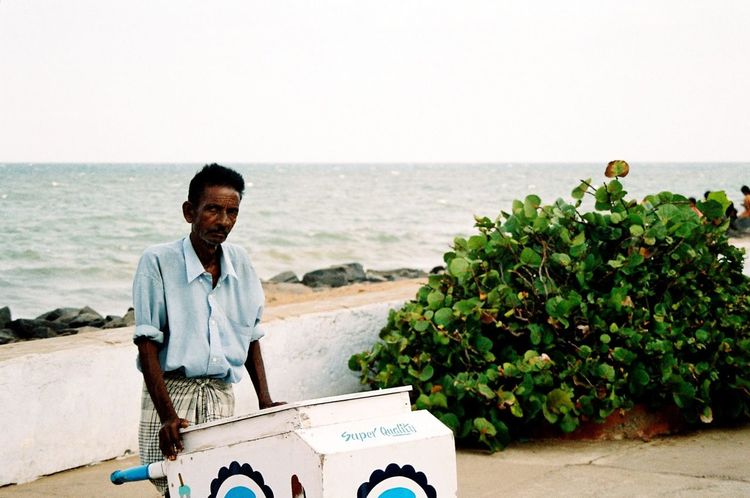 Analogue Photography Day Faces Of India Green Bush Horizon Over Water Ice On The Beach Minolta Dynax 505si Outdoors People Of India Sea Through India 2008 Tranquil Scene Vacations