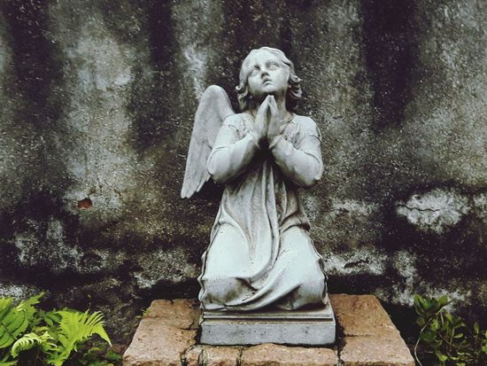 Sculpture Statue Outdoors No People Day Angel Angels & Demons Cemetery Praying Pray Celo_teixeira