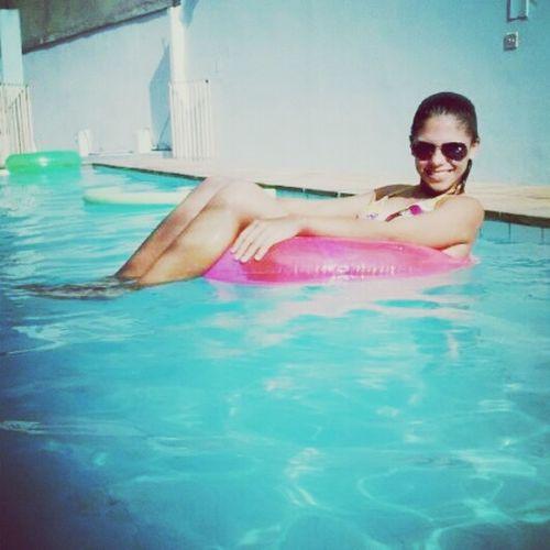 Followme Hi! Girls Relaxing piscina, preciso de você com urgencia kkk'