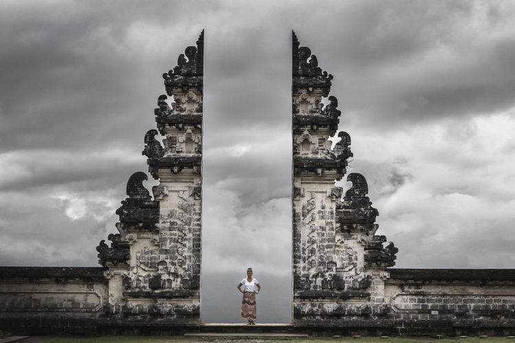 Statue of historic building against cloudy sky
