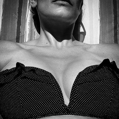Summertime... Butyoudontlooksick Blackandwhite Selfportrait Swimwear Boobiiiees! Endopute Endometriosis Endometriose Endogirl Greatmemories Good Times Summertime Sunnytimes Sunny Real People Women One Person Adult