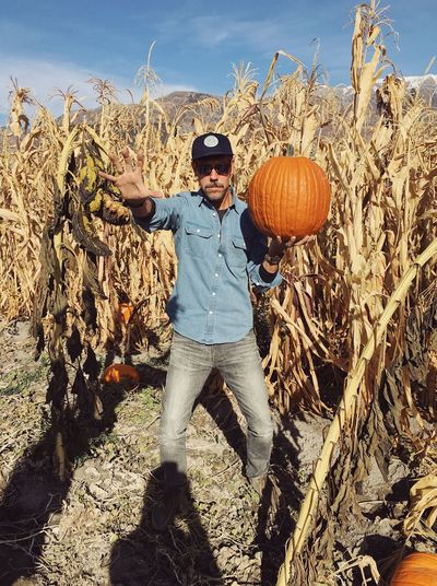 scary over caffeinated pumpkin patch mission 2018. ☕️⚡️🎃 Pumpkin Patch Utah Halloween One Person Leisure Activity Lifestyles Full Length Sunlight Front View Sunglasses