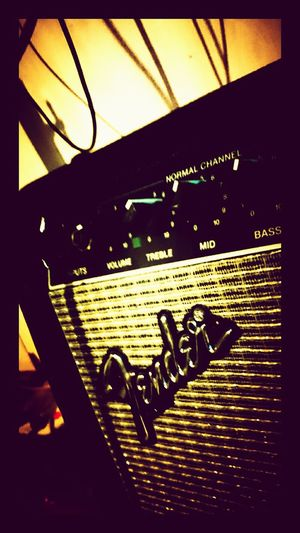 ...old school... Showcase: JanuaryFender Amp Guitar Amplifier Fender Amplifier Vintage Fender Amp Sony Xperia Androidography Music Music Equipment Music Gear Eyeemphotography EyeEm Gallery Music From My Point Of View Music Rocks!!! 🎸 The Basement Basement Studio Volume, Treble & Bass