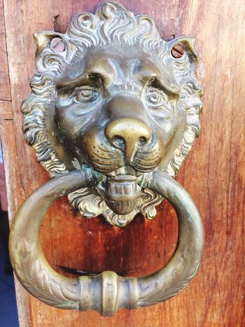 Lion Head Art And Craft Door Knocker Door Animal Representation Close-up Creativity Lion - Feline No People Outdoors Day Wood - Material Sculpture Ilha De Moçambique