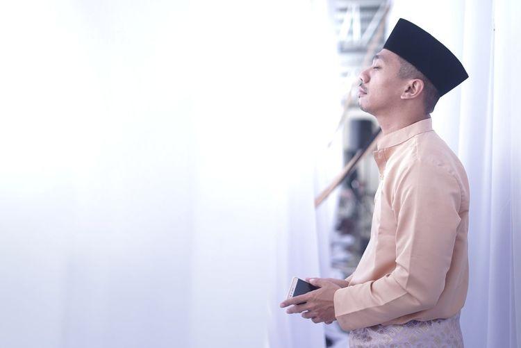 Pray Adult Men Melayu Traditional Clothing