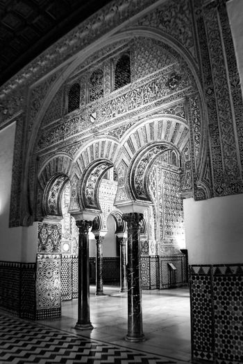 Black & White Check This Out EyeEm Gallery Arch Architecture Black And White Bnw_collection Built Structure Indoors  No People Place Of Worship Realesalcazares Religion Spirituality Travel Destinations