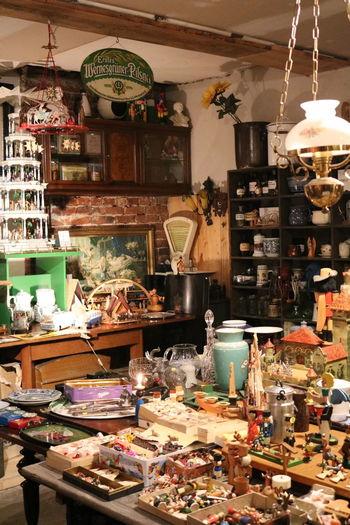 Was für ein gemütliches Sammelsurium 1000 kleiner Dinge... Christmastime Christmas Decoration Pyramid Dealer Trödelladen Trödel Händler Old Things Little Shop Indoors  No People