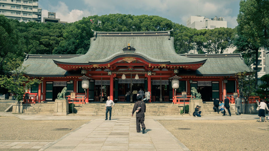 Japan Japan Photography Kobe-shi,Japan Shrine Of Japan Architecture Building Exterior Built Structure City Cloud - Sky Day Façade Kobe Large Group Of People Men Outdoors People Place Of Worship Real People Religion Sky Temple Travel Destinations Tree Women
