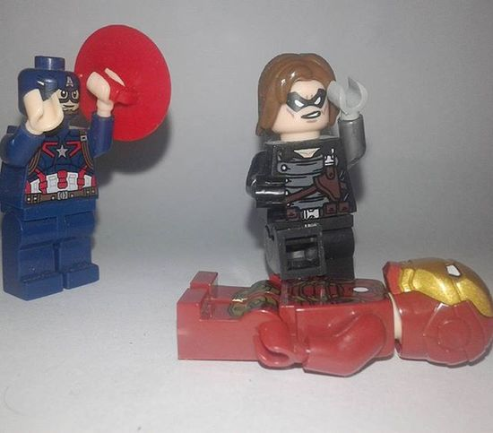 You did it! . . . . Captainamerica SteveRogers WinterSoldier Jamesbarnes Bucky Ironman Tonystark Civilwar Marvel Minifigures Superheroes LEGO Legominifigures LegoSuperheroes