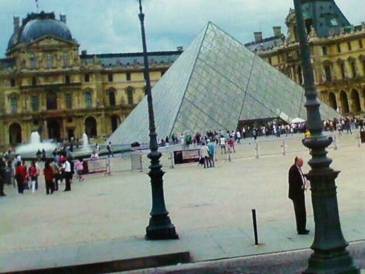 Hello World Check This Out Museum du Louvre Eyrem Best Shots - Paris Taking Photos Enjoying Holiday