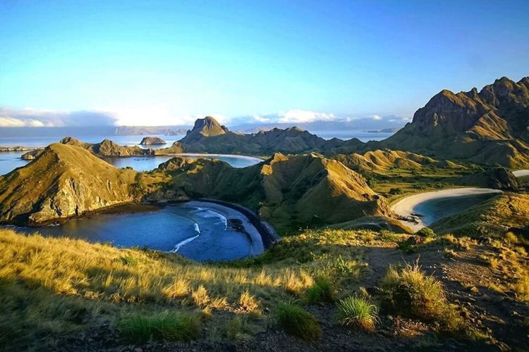 "The ""Komodo Nest"" EyeEmNewHere Travel Travel Destinations Journey Tourism Paradise Photography Vacations INDONESIA Flores Komodo Dragon Beauty In Nature Nature Tranquil Scene Tranquility Scenics Mountain Landscape Physical Geography Sky Outdoors Mountain Range No People Blue Day"