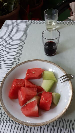Honig und Wassermelone Fruit Drink Plate Dessert SLICE Drinking Glass High Angle View Close-up Food And Drink