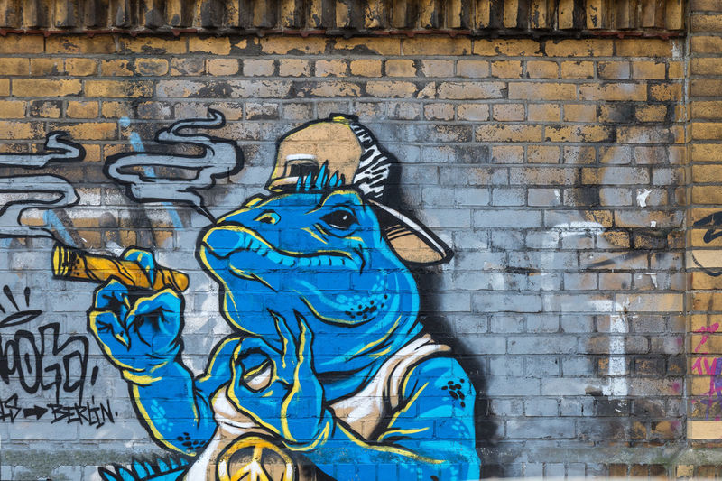 Architecture Art And Craft Brick Wall Building Exterior Built Structure Close-up Creativity Day Graffiti Krokodile No People Outdoors Pattern Smoking Wall - Building Feature
