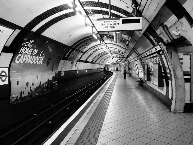 Monochrome Mono London Underground Station  Bakerlooline Metro Station Station Platform Tube