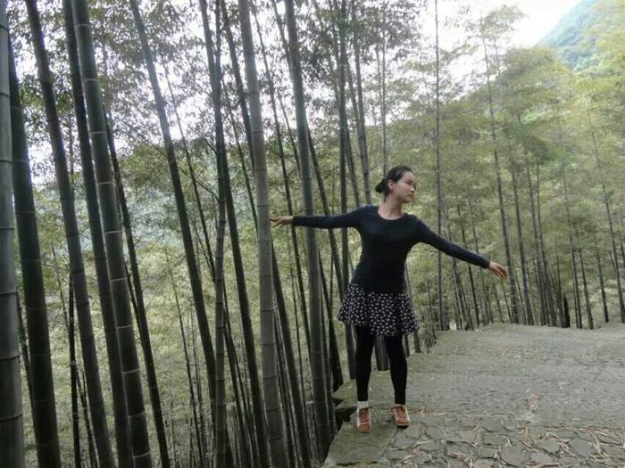 "I saw a beautiful dancer in xiaohe mountain last sunday.She said""I just enjoy the feeling"".@humansofzjut Humansofzjut"