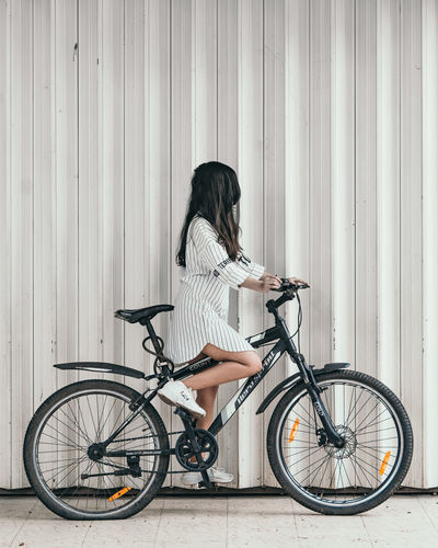 Flat tyre Street Fashion Portrait Portrait Of A Woman Portraits Portrait Photography PortraitPhotography Portrait of America Portrait Of A Girl Portraits Creative Photography Creative Photography Minimalobsession Minimalism Minimalist The Portraitist - 2019 EyeEm Awards Bicycle Standing Full Length Land Vehicle Cycling Bicycle Rack The Minimalist - 2019 EyeEm Awards The Creative - 2019 EyeEm Awards The Minimalist - 2019 EyeEm Awards