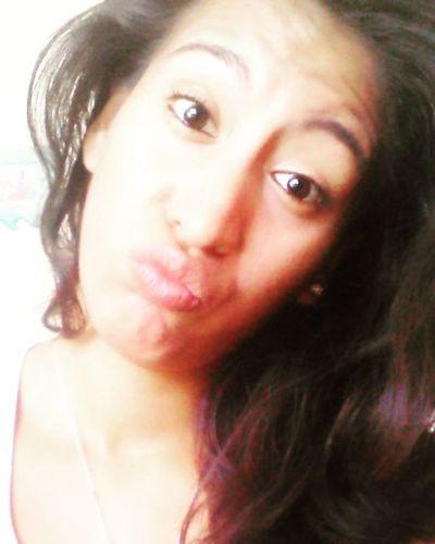 Hay sonrisas que son como los buenos besos, inolvidables. Meaburroooooo😜