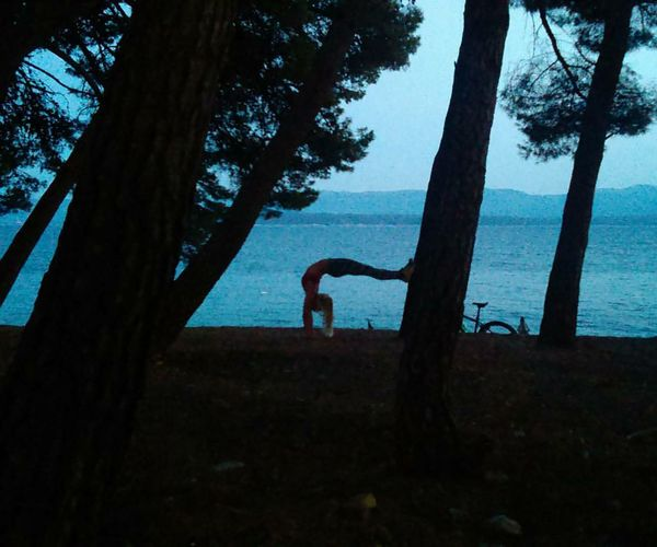 Summer evening trainings by the sea 🌊🌲💙 Handstandseverywhere Handstand  Bendybabes Sea Bolonbrac Gymnasticbodies Fashion Perfect Hot Me Fun Beautiful Hair Sexygirl Happy Love Beauty Girl Model Life Blonde That's Me Eyes Poledance Crazy