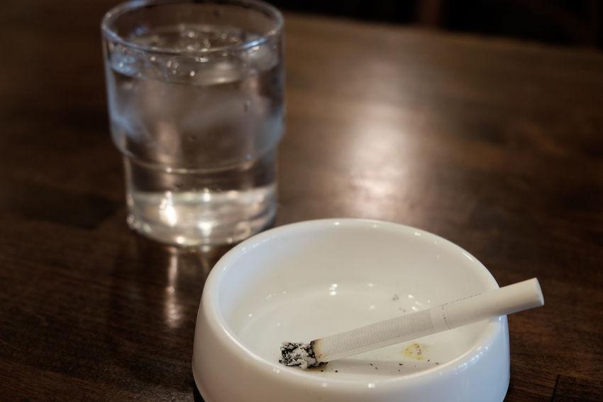 亀戸の老舗カフェセダンにて Ashtray  Cafe Cafe Time Cigarettes Cigarrette Close-up Fujifilm Fujifilm X-E2 Fujifilm_xseries Indoors  Japan Japan Photography Smoking Water XF18-55mm タバコ カフェ カフェセダン 亀戸 喫茶店 灰皿 煙草